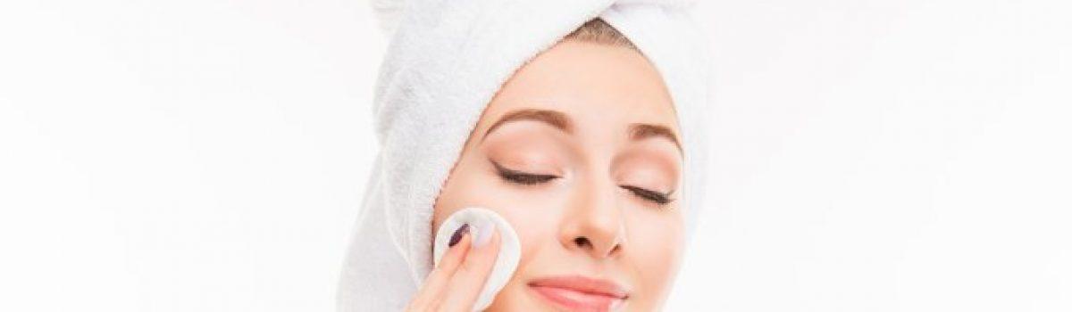 Por que é importante remover a maquiagem antes de dormir